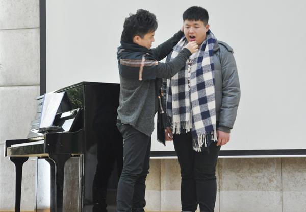肖玛老师到新亚艺术学校声乐指导 学生袁林春图片
