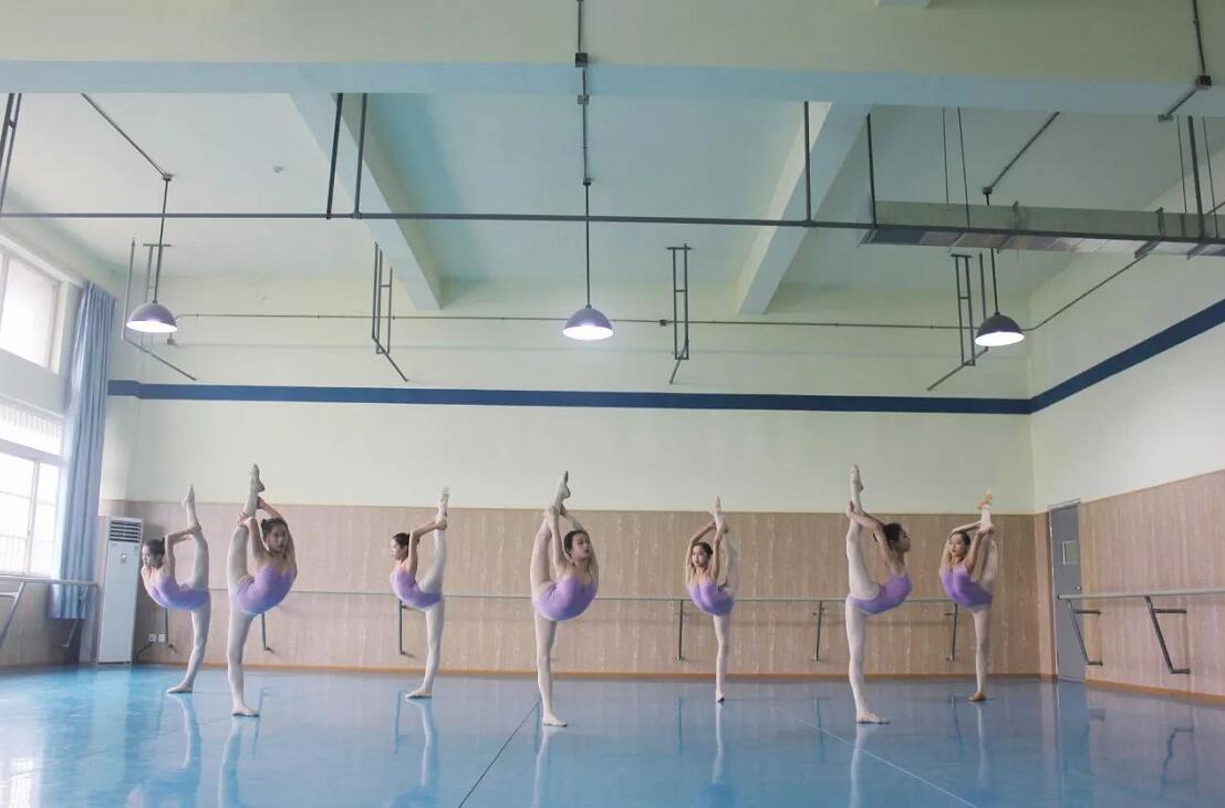 新亚艺术学校2018届寒假班舞蹈表演专业课程安排