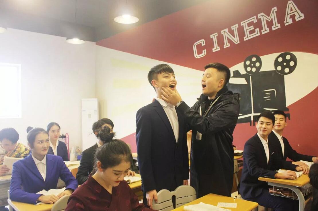 新亚艺术学校寒假班播音与主持艺术专业课程安排