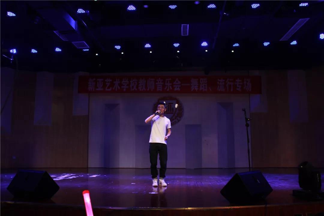 流行演唱教师邓文轩